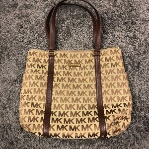 Michael Kors purse. Like new condition.